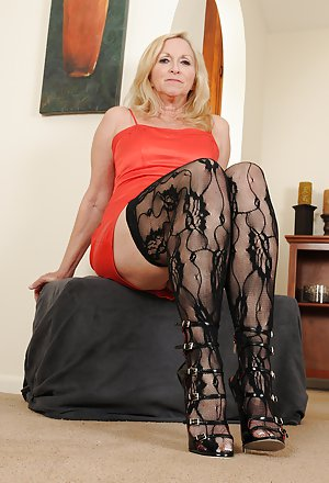 Mature Sexy Legs Pictures