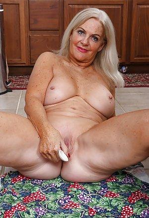 Granny Pussy Masturbating Pictures