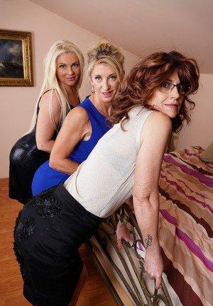 Threesome Granny Sex Pictures